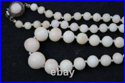 Jewelry039 estate white coral necklace 18 inches long weight 30.7 grams