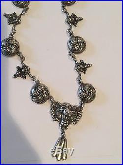 Lovely Antique Lion Pattern Necklace